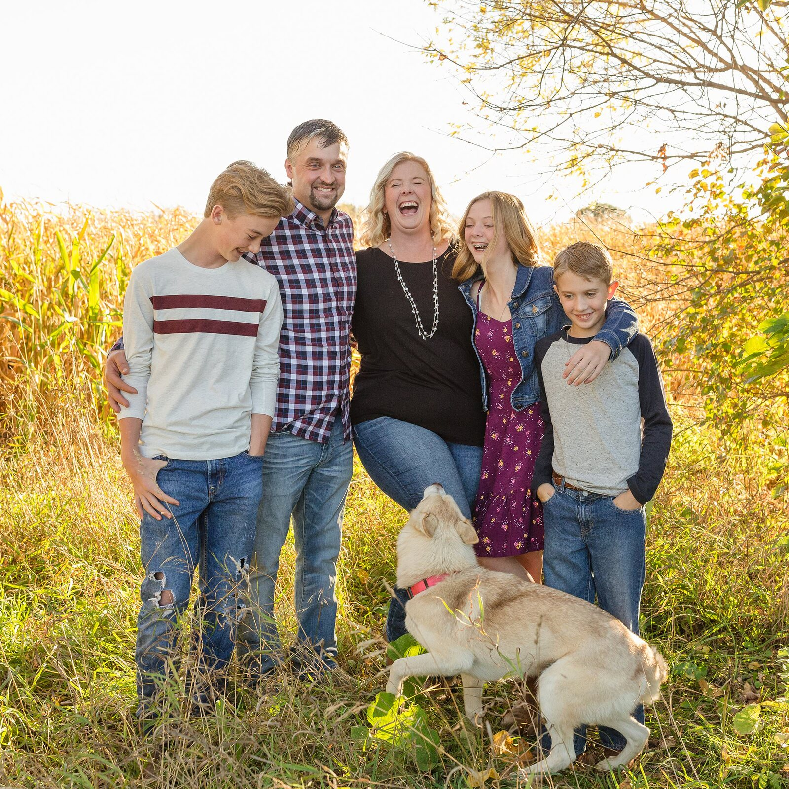 Renfrew Family Photographer | Gemma Robillard, family of five laughing with a dog